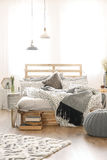 Elegancki sypialni wnętrze zdjęcia royalty free