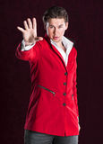 Elegancki uśmiechnięty młody przystojny mężczyzna w czerwonym kostiumu Fotografia Royalty Free