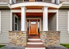 Elegancki wejście wielki amerykanina dom Zdjęcie Royalty Free