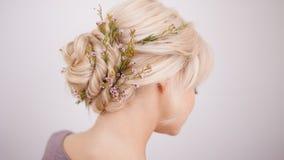 Eleganckich kobiet włosiani style dla blondynka włosy fotografia stock