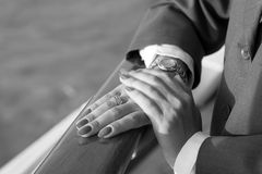 Eleganckie żeńskie ręki z Czerwonym manicure'em zdjęcie stock