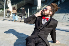 Eleganckie eleganckie dreadlocks biznesmena lornetki Obrazy Stock