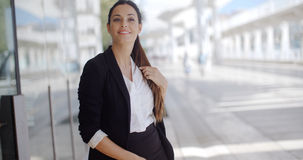 Eleganckiego bizneswomanu trwanie czekanie fotografia stock