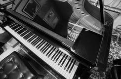 Eleganckiego rocznika drewniany fortepianowy instrument obraz royalty free
