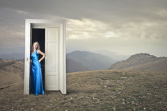 Eleganckiej kobiety czekanie Zdjęcia Royalty Free