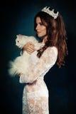 Eleganckiej kobiety mody model z Kędzierzawym włosy Zdjęcia Royalty Free