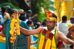 Elegancko dekorujący Thaipusam pielgrzym przy Batu jamą fotografia royalty free