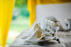 Elegant äta middag tabell Royaltyfria Foton