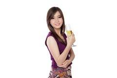 Elegant asiatisk kvinna, på vit arkivbild