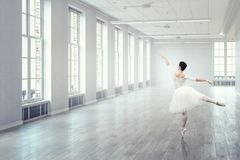 elegant ballerinadans Blandat massmedia royaltyfri fotografi