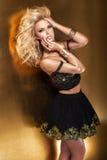 Elegant blont posera för dam Arkivfoton