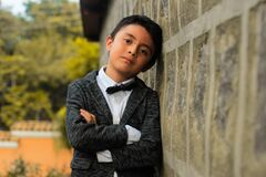 Elegant boy leaning against wall Royalty Free Stock Images
