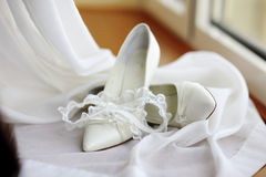 Elegant bridal shoes and a garter Royalty Free Stock Images