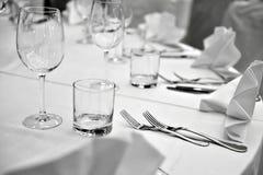 Elegant cutlery arangement on dinner table Royalty Free Stock Photography