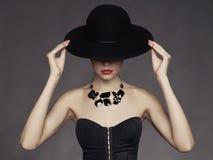 Elegant dam i hatt Arkivfoton