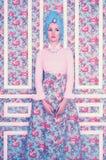 Elegant dam på blom- bakgrund Arkivbild