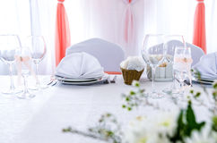 Elegant decoration of table in a restaurant. Table setting, elegant wedding interior Royalty Free Stock Images