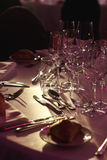 Elegant duur bestek en tafelzilver bij cl van de huwelijksontvangst Royalty-vrije Stock Afbeeldingen