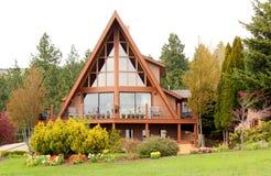 Elegant ein Feld-Haus Stockfotos