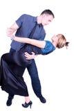 Elegant en gelukkig romantisch dansend paar Royalty-vrije Stock Afbeeldingen