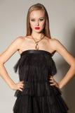 elegant flicka för svart klänning arkivfoton