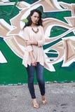 Elegant flicka på grafittibakgrund Fotografering för Bildbyråer