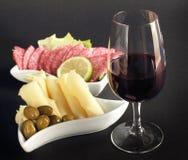 Elegant glas rode wijn Royalty-vrije Stock Afbeeldingen