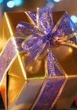 elegant gold present Στοκ Εικόνες