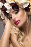 Elegant härlig blond kvinna arkivbild