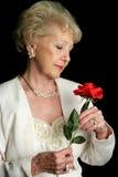 elegant holds rose senior στοκ φωτογραφία με δικαίωμα ελεύθερης χρήσης