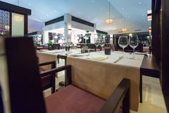 Elegant inre av den tomma asiatiska restaurangen. Royaltyfri Bild