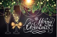 Elegant juldesignmall med bokstäver, Champagne Glasses, flaska av vin, granträdfilialer, guldeffekter Royaltyfri Bild