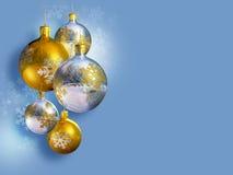 Elegant Kerstmisdecor met glanzende snuisterijen Royalty-vrije Stock Foto's