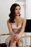 Elegant kvinna med den klassiska hollywood vågen royaltyfri fotografi