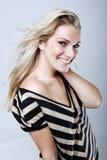 Elegant kvinna med ett härligt leende Royaltyfri Fotografi