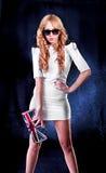Elegant kvinna med solglasögon Fotografering för Bildbyråer
