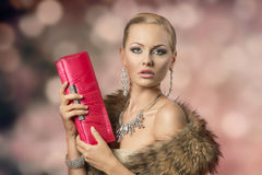 Elegant kvinnlig för glamour royaltyfri foto
