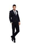 Elegant man i svart dräkt, på vit royaltyfria foton