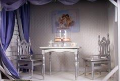 Elegant matsal för att datera royaltyfria bilder