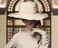 elegant modekvinna royaltyfri foto