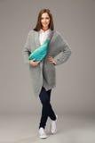 Elegant model met een pak van Fanny royalty-vrije stock fotografie