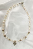 Elegant necklace of pearls Royalty Free Stock Images
