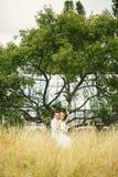 Elegant paar op een gebied Royalty-vrije Stock Foto