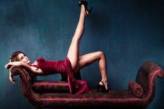 elegant röd kvinna för klänning Fotografering för Bildbyråer