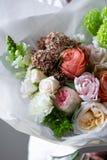 Elegant rijk boeket van bloemen, luxedecoratie, het bekwame werk van een bloemist royalty-vrije stock fotografie
