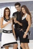 Elegant sällskap som dricker champagne Fotografering för Bildbyråer