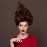 Elegant, schöne junge Frau des Modeporträts Stockfotografie