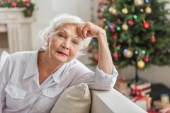 Free Elegant Senior Lady Is Resting On Couch Royalty Free Stock Photography - 99688577