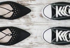 Elegant of sportieve vrouwen` s schoenen stock afbeeldingen