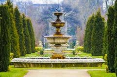 Elegant springbrunn med stekflottvatten i Regent's Park, London Arkivbild